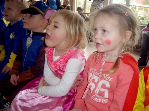 Carnaval  in onze school sv400091-medium.jpg